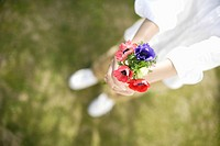 View of a woman holding flowers (thumbnail)