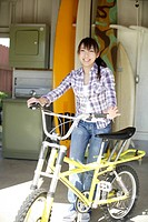View of a smiling woman with bicycle (thumbnail)