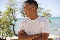 Mature man with arms crossed (thumbnail)