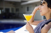 A young woman sitting with drinks (thumbnail)