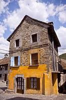 Vista de Edificio en Ansó, Huesca, España.
