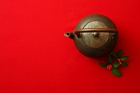 Iron kettle and Senryo against red background