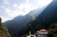 Sunbeams shining over mountain top, view at Hsiang_Te temple and buddha statue, Tienhsiang, Taroko Gorge, Taroko National Park, Taiwan, Asia