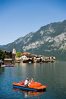 Panoramic view over lake Hallstatt with boats, Hallstatt, Salzkammergut, Upper Austria, Austria