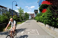 Way in a German street equivalent to French living street : ´Verkehrsberuhigter Bereich´ ´calm circulation area´. ´Living street´ is a new ´calm circu...