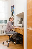 Mature woman using a computer (thumbnail)