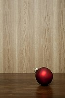 Red christmas bauble (thumbnail)