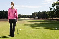 Female golfer on the fairway (thumbnail)