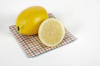 close_up of sliced lemon