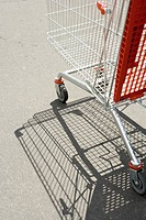 Shopping cart outdoors (thumbnail)