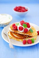 Pancakes with raspberries and yoghurt