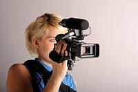 junge Frau Videokamera