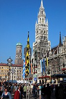 Germany, Bavaria, Munich, Marienplatz, New City Hall, people