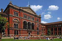 Victoria & Albert Museum and courtyard, 1-5 Exhibition Road, London, England, UK, Europe