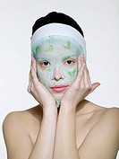Young woman´s portrait in the face mask