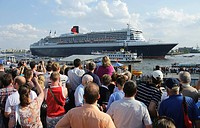 Spectators watching the departure of the cruise ship Queen Mary 2 from the Landungsbruecken, Landing Bridges, in the port of Hamburg, Germany, Europe