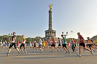 Runners of the Berlin Marathon 2009 at the Grosser Stern roundabout, Berlin, Germany, Europe