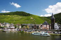 View over the Moselle River at Bernkastel, Bernkastel-Kues, Rhineland-Palatinate, Germany, Europe