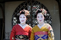 Maikos, geishas in training, in the Gion district, Kyoto, Japan, Asia