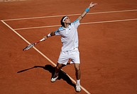 Jeremy Chardy, France, serving, tennis, the ITF Grand Slam tournament, French Open 2009, Roland Garros, Paris, France, Europe
