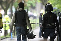 Operation of the SEK Spezialeinsatzkommando, special response unit of the German police, at a secondary school after an attempted killing spree, Sankt...