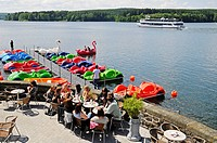 Cafe, restaurant, people, shore, boat trips, boat, recreation, Moehnesee lake, Moehne, reservoir, dam, North Rhine-Westphalia, Germany, Europe