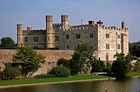 Leeds Castle surrounded by moat, Leeds, county of Kent, England, Europe