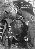 Historic photograph, men in a wine cellar in Weinheim, 1902