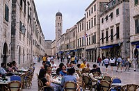 Outdoor cafes, Placa main street