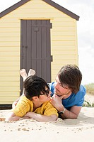 Couple by a beach hut (thumbnail)