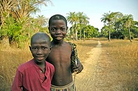 senegalese children, boys in the African bush, Senegal, Casamance, Dez 04.