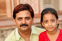 Indians, father and daughter, visiting Akbar´s Tomb in Sikandra, Agra, Rajasthan, North India, Asia