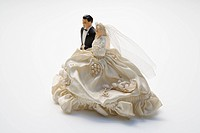 Figurines of bride and groom, wedding cake topper