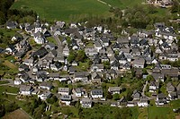 Aerial photograph, village with half-timbered houses, Meschede Eversberg, Sauerland, North Rhine-Westphalia, Germany, Europe