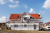 Newly constructed house with scaffolding, roofer laying roof tiles, Mettmann, North Rhine_Westphalia, Germany, Europe
