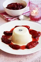 Panna cotta with honey plums
