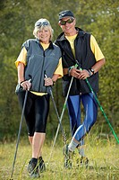 senior couple nordic_walking