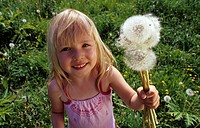 dandelion Taraxacum spec., girl with blowballs, Germany