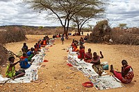 Samburu people selling their art, Kenya, Samburu Gebiet, Isiolo