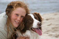 Border Collie Canis lupus f. familiaris, redheaded girl with freckles hugs her dog, smiling into the camera