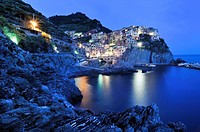 Village of Manarola at night on a steep coastal cliff, Liguria, Cinque Terre, Italy, Europe