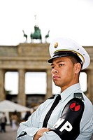 Germany, Berlin, American soldier in front of Brandenburger Tor, portrait, close_up