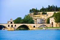 St. Benezet's Bridge over Rhone River, Avignon, Provence_Alpes_Cote d'Azur, France