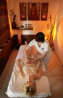 AUT, Austria, Neustift_Milders, Stubai Valley: Wellness. young woman in a spa. Ayurvedic massage. Wellness_Spa Hotel Milderer Hof. ,