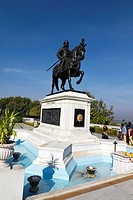 Memorial of the Rajput hero Maharana Pratap overlooking the Fateh Sagar Lake, Udaipur, Rajasthan, India