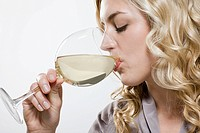 Woman drinking wine (thumbnail)