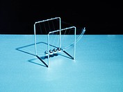 Newton&#8217;s cradle swinging