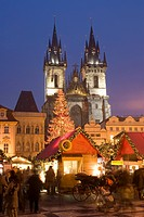 Christmas market at Staromestske Old Town Square with Gothic Tyn Cathedral, Stare Mesto Old Town, UNESCO World Heritage Site, Prague, Czech Republic, ...