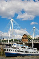 Hungerford Bridge with the Golden Jubilee Walkways. River Thames. City of Westminster. England. UK.