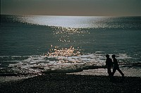 Two people walking on the beach (thumbnail)